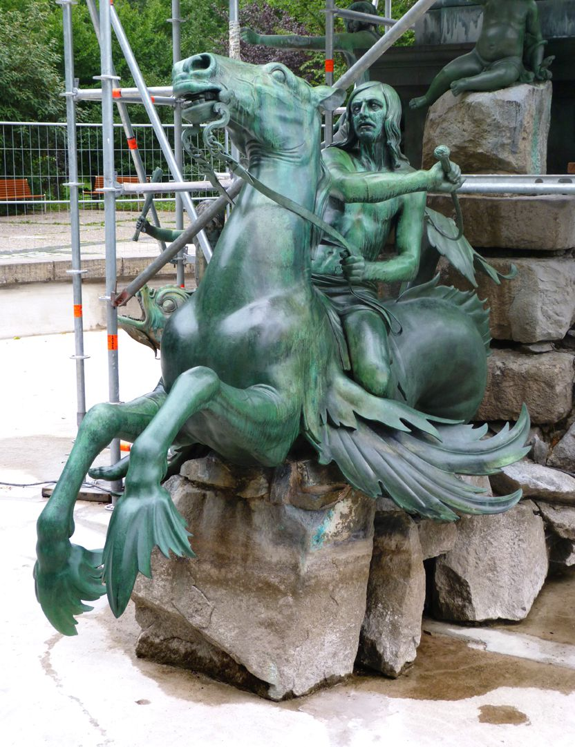 Neptun-Fountain Triton rider sitting on a seahorse, south side