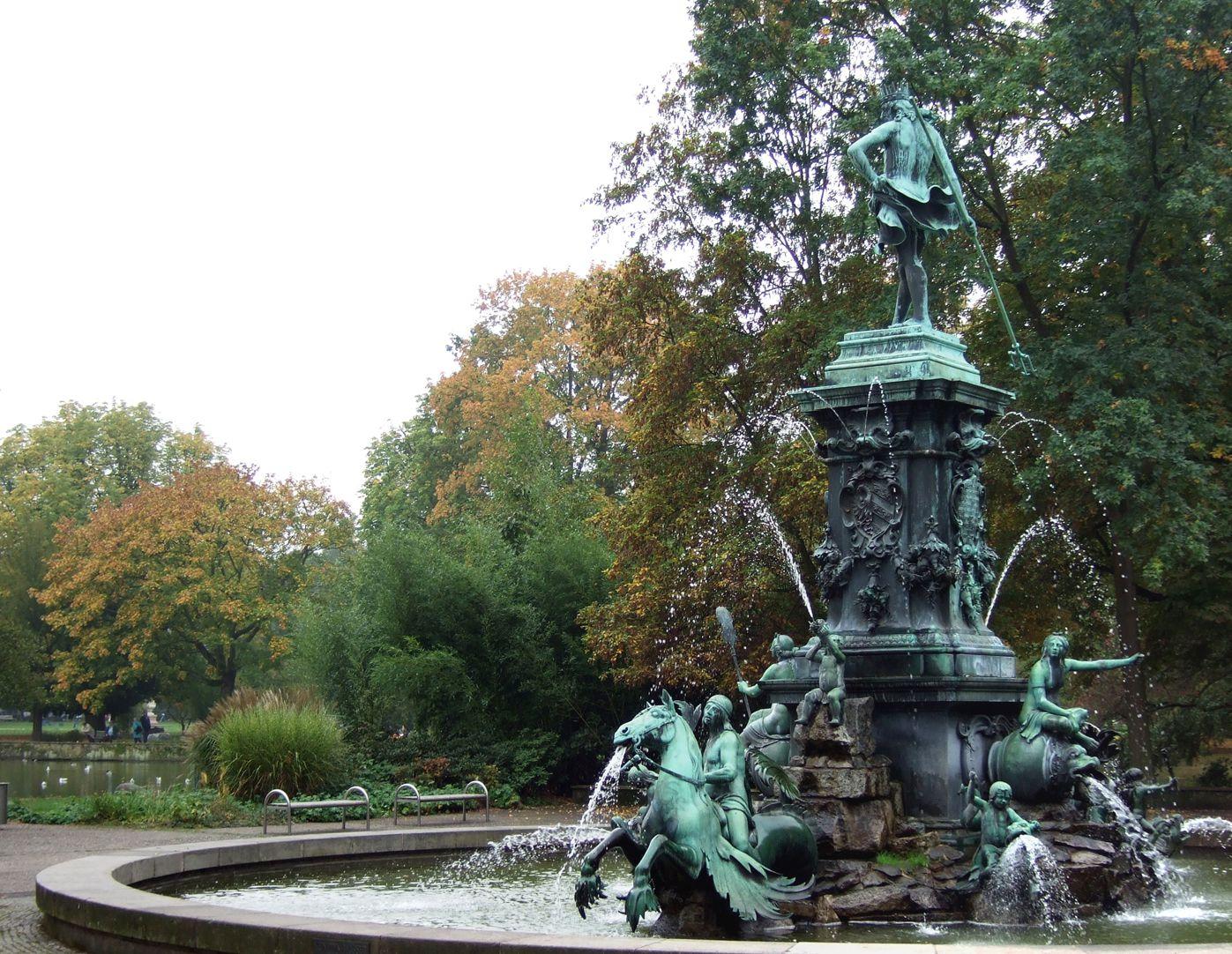Neptun-Fountain Schräganischt von Nordwest