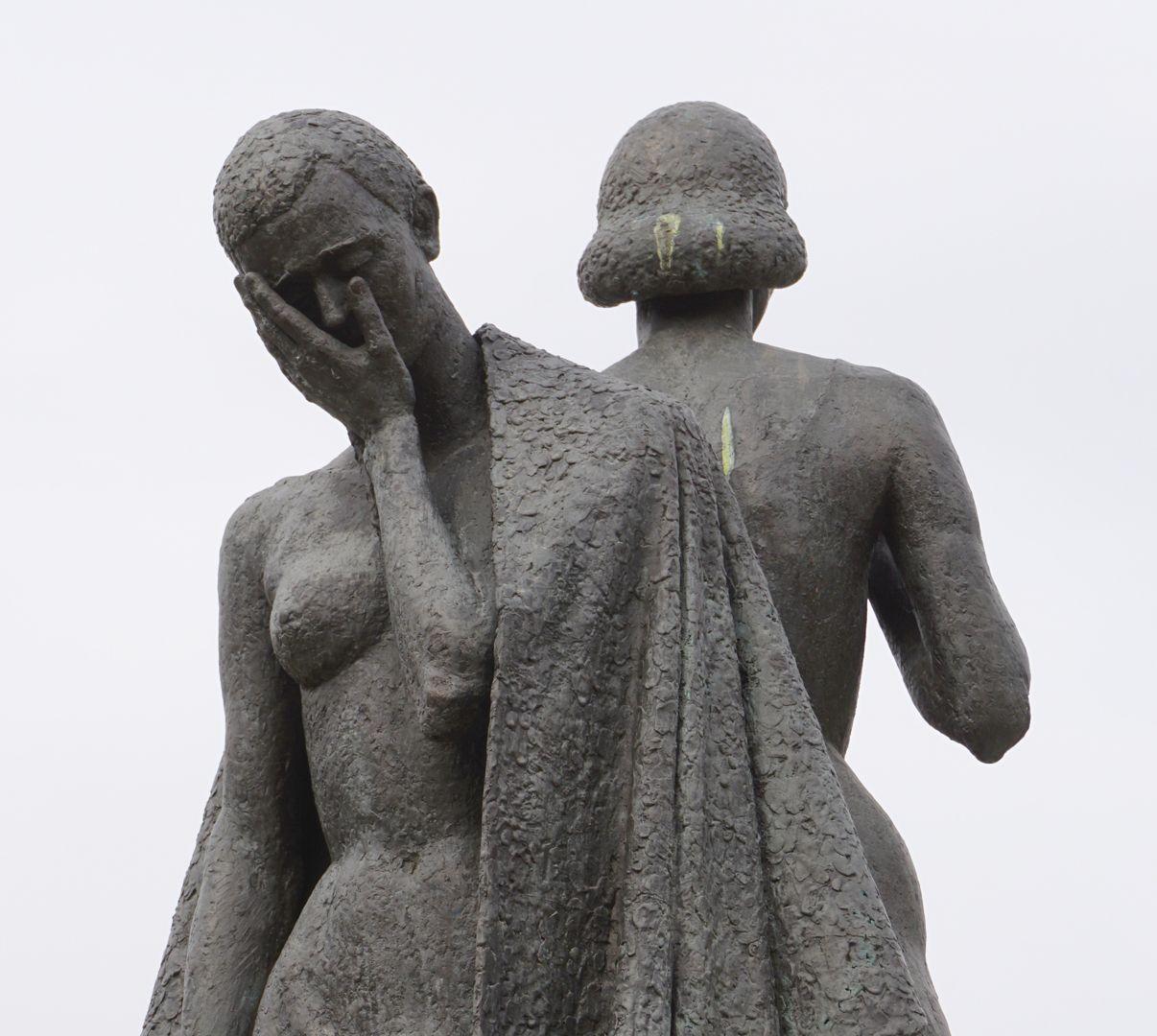 Norisbrunnen Detail der entblößten Fraunengestalt