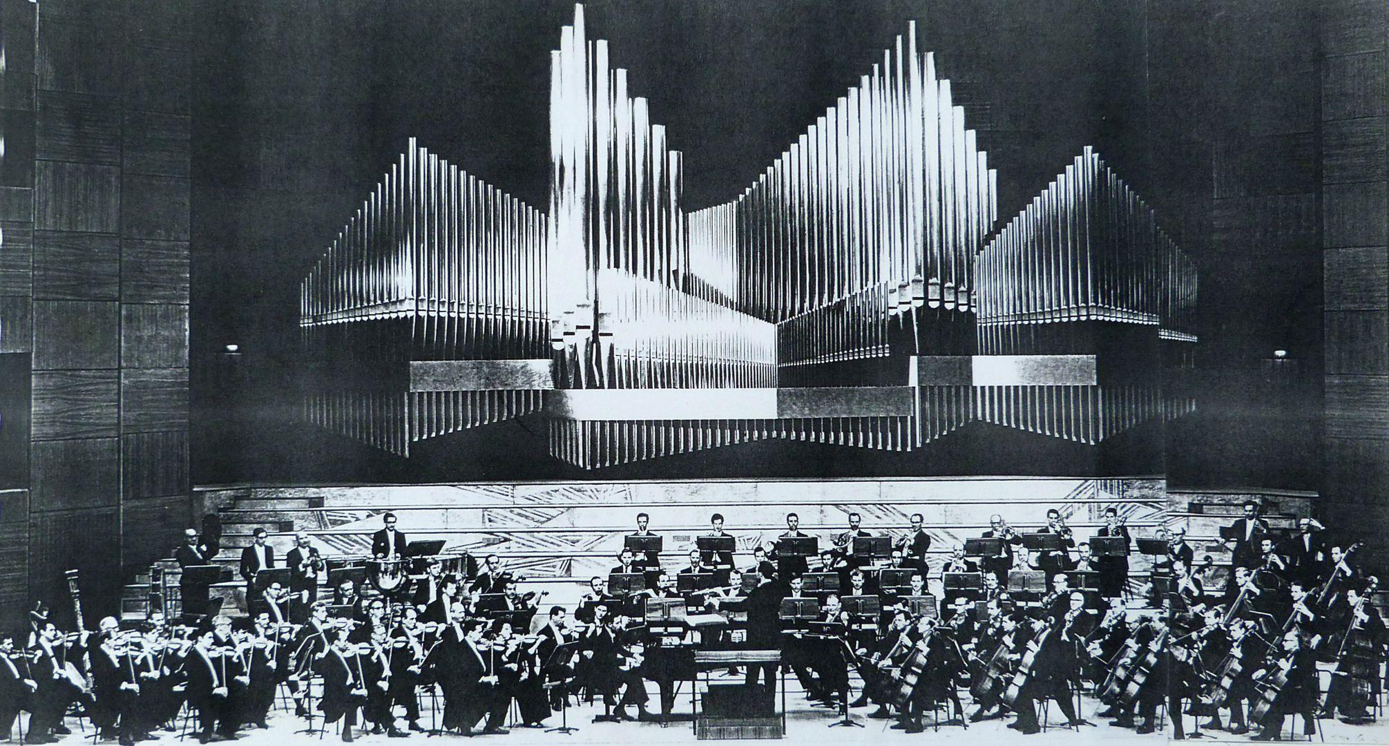 Organ front in Meistersingerhalle Nuremberg Organ front and orchestra podium