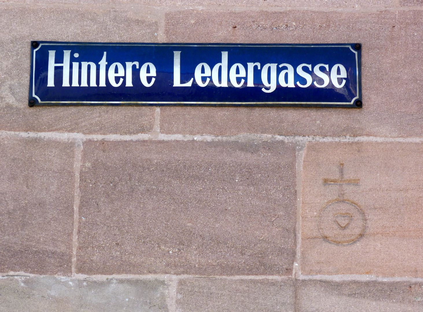 Commercial and residential building Kaiserstraße Masonry brand mark on Hintere Ledergasse