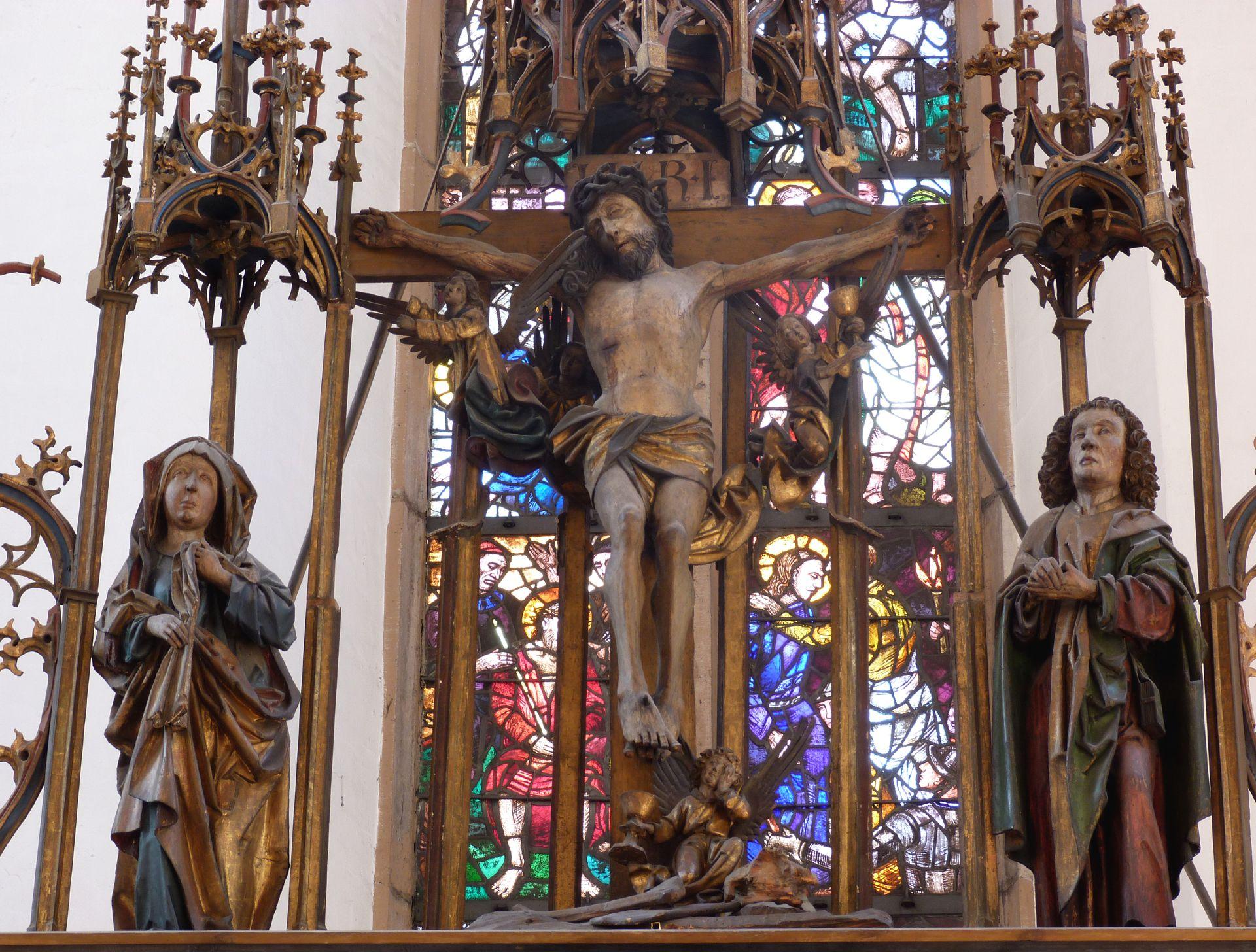 Peringsdörffer Retabel Gesprenge: Gekreuzigter zwischen Maria und Johannes