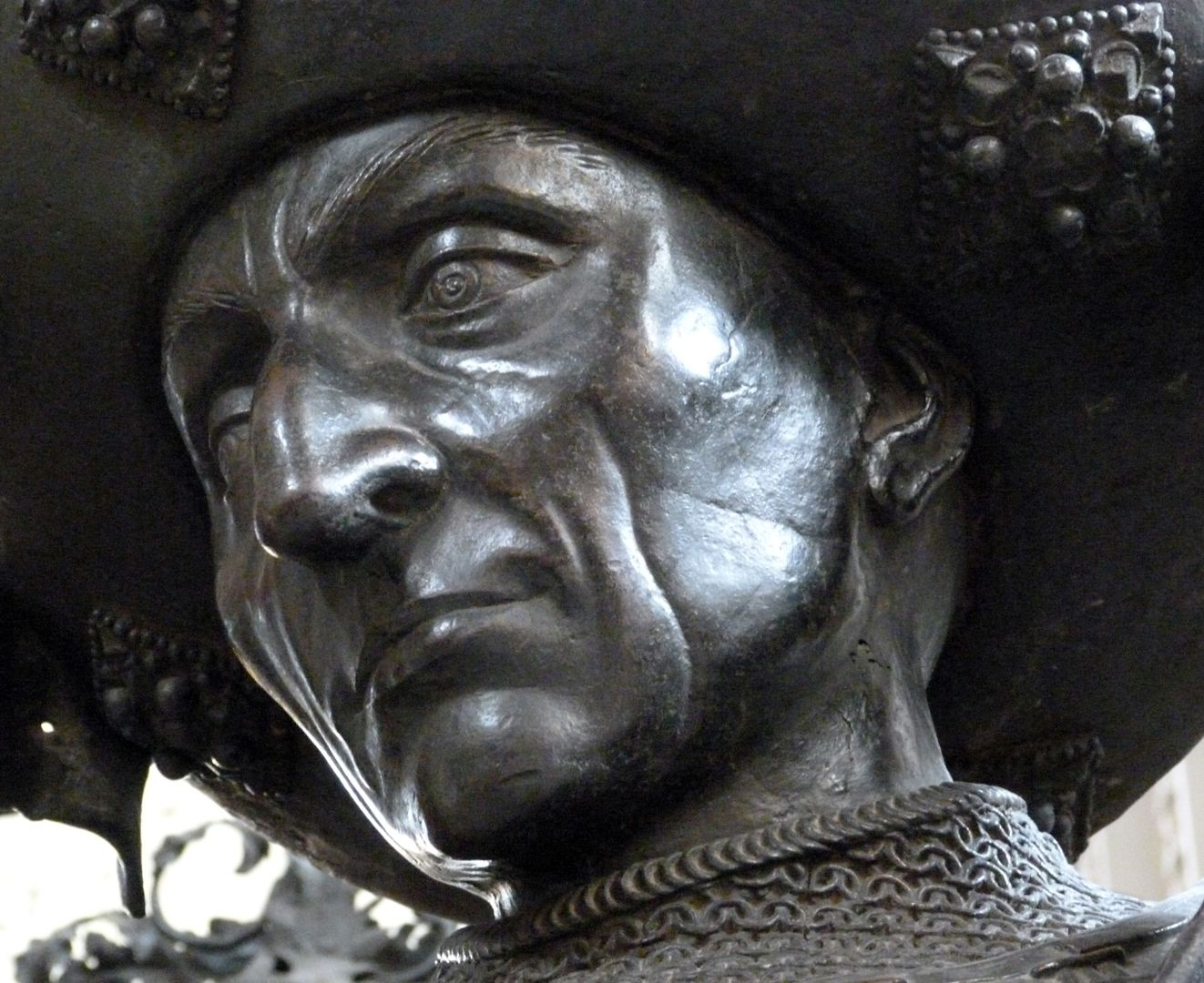 Philipp the Good (Innsbruck) Gesicht in unterer Schrägansicht