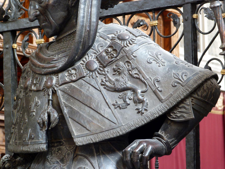 Philipp the Good (Innsbruck) Stola mit dem Brabanter Löwen und den französischen Lilien, vorne das Goldene Vlies
