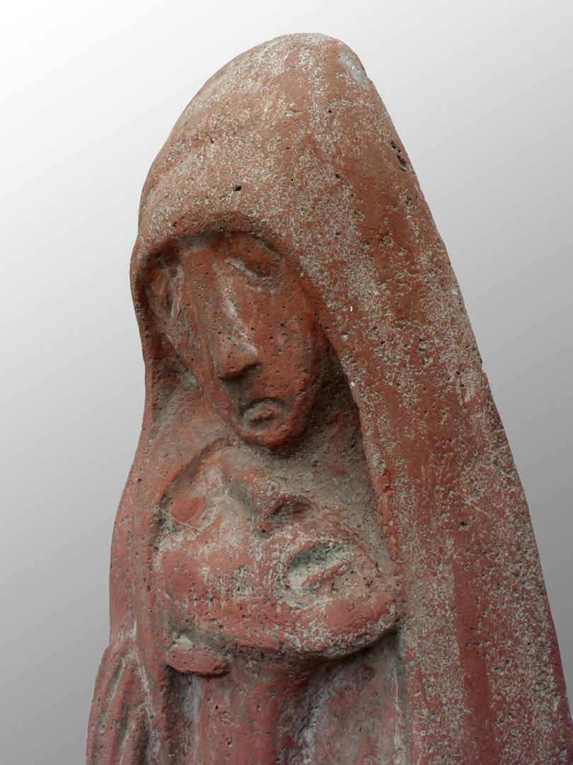 •	Pietà Mary´s and Christ´s heads, right lateral view