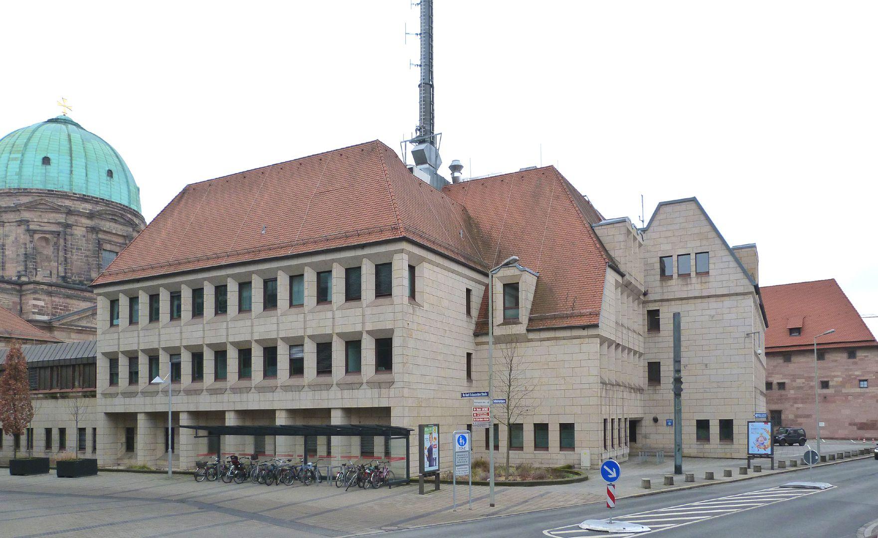 Erweiterungsbau des Polizeipräsidiums Gebäudekomplex, Dr. Kurt-Schumacher-Straße Ecke Schlotfegergasse