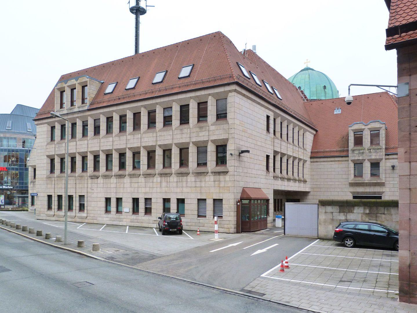 Erweiterungsbau des Polizeipräsidiums Gebäude und Hofzufahrt in der Schlotfegergasse