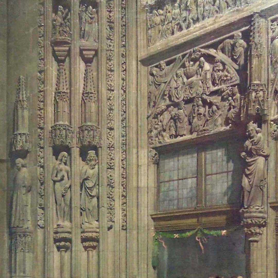 The main portal of the Lorenzkirche with bridal procession in the costume of the 30 Years' War Detail