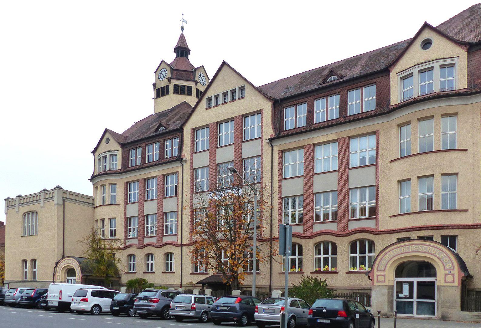 Scharrer-School Main wing on Scharrerstraße
