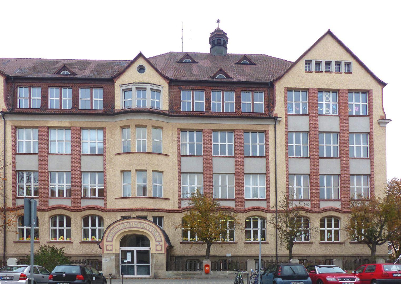 Scharrer-School Wing on Scharrerstraße with entrance to the girls´school