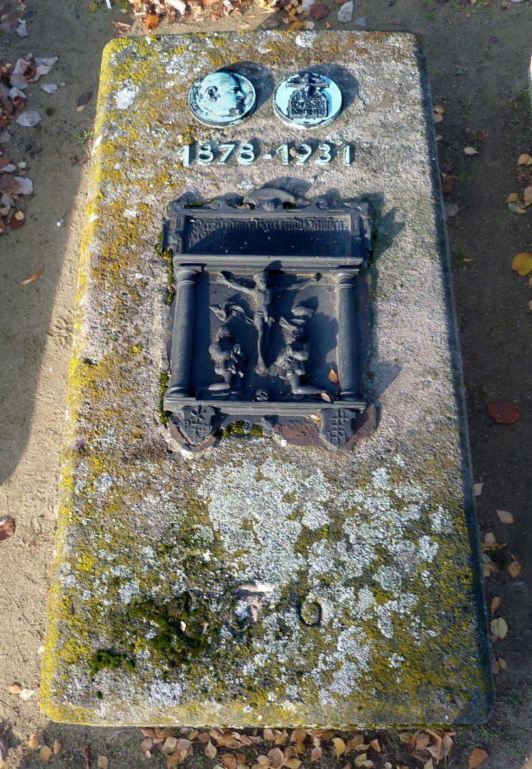 Epitaph Rudolf Schiestl Total view