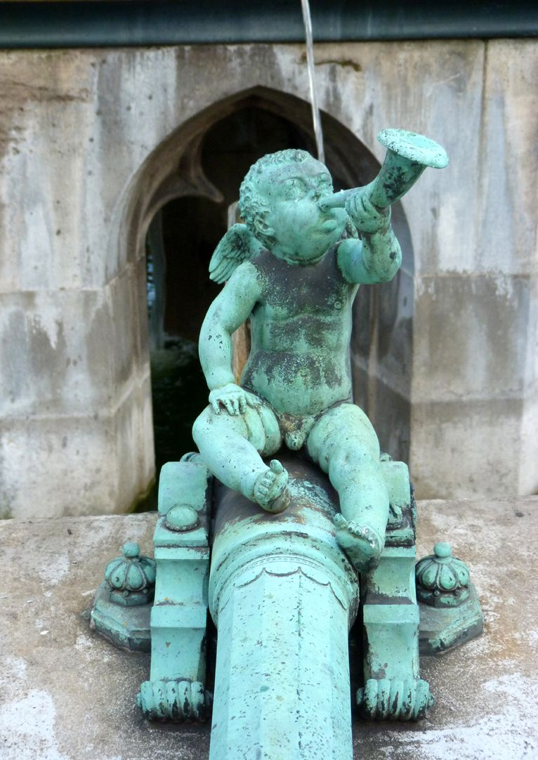 Beautiful fountain Tube with trumpet putto