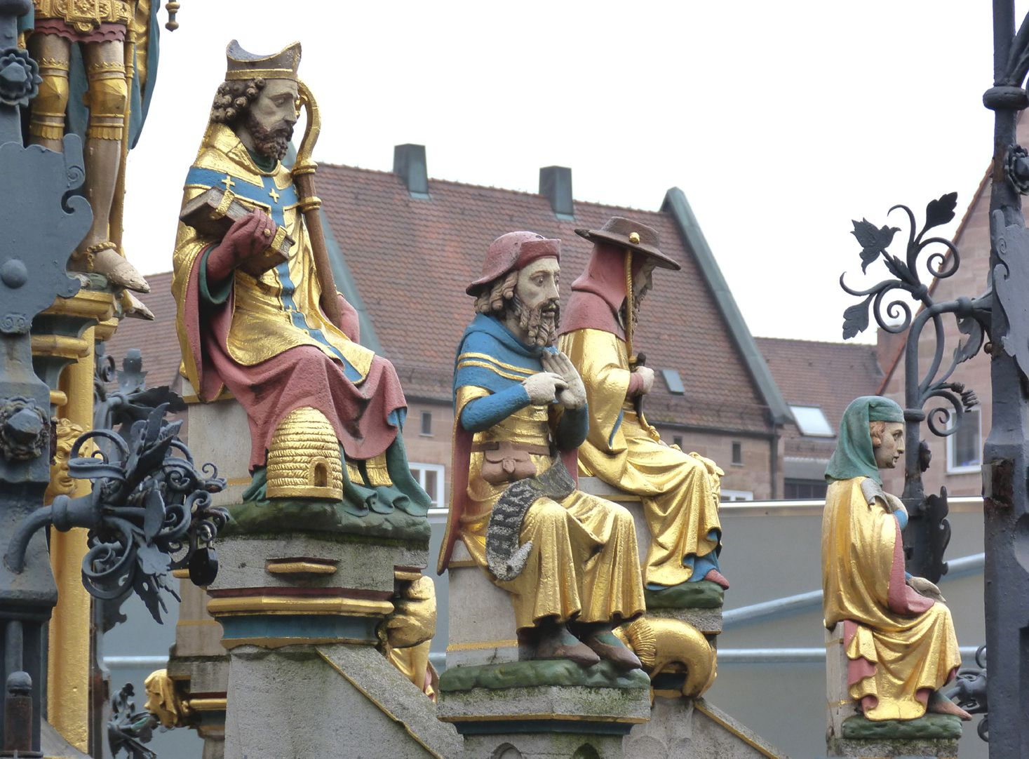 Beautiful fountain Detail, two tiers of figures at the edge of the basin