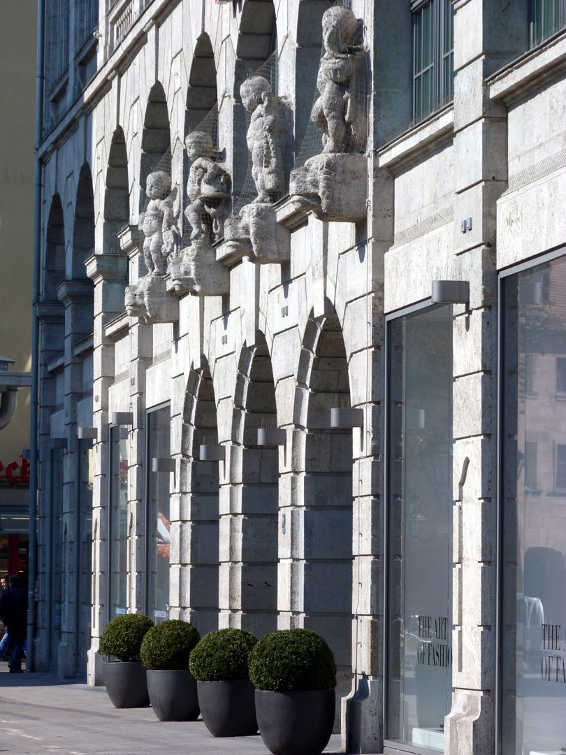 Former department store Tietz Central risalit with row of sculptures
