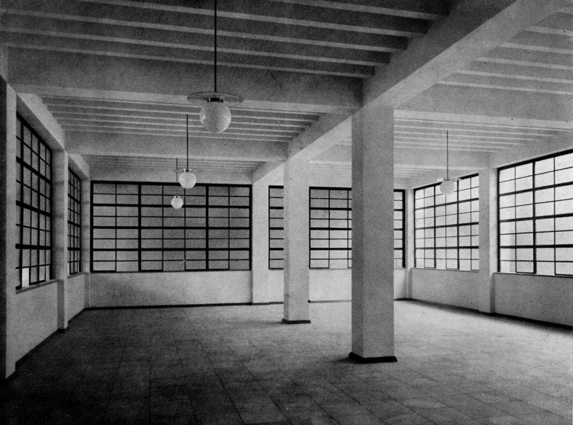 """Job Center Main hall with counters on the ground floor / photo from: """"Otto Ernst Schweizer"""", F. E. Hübsch Verlag"""