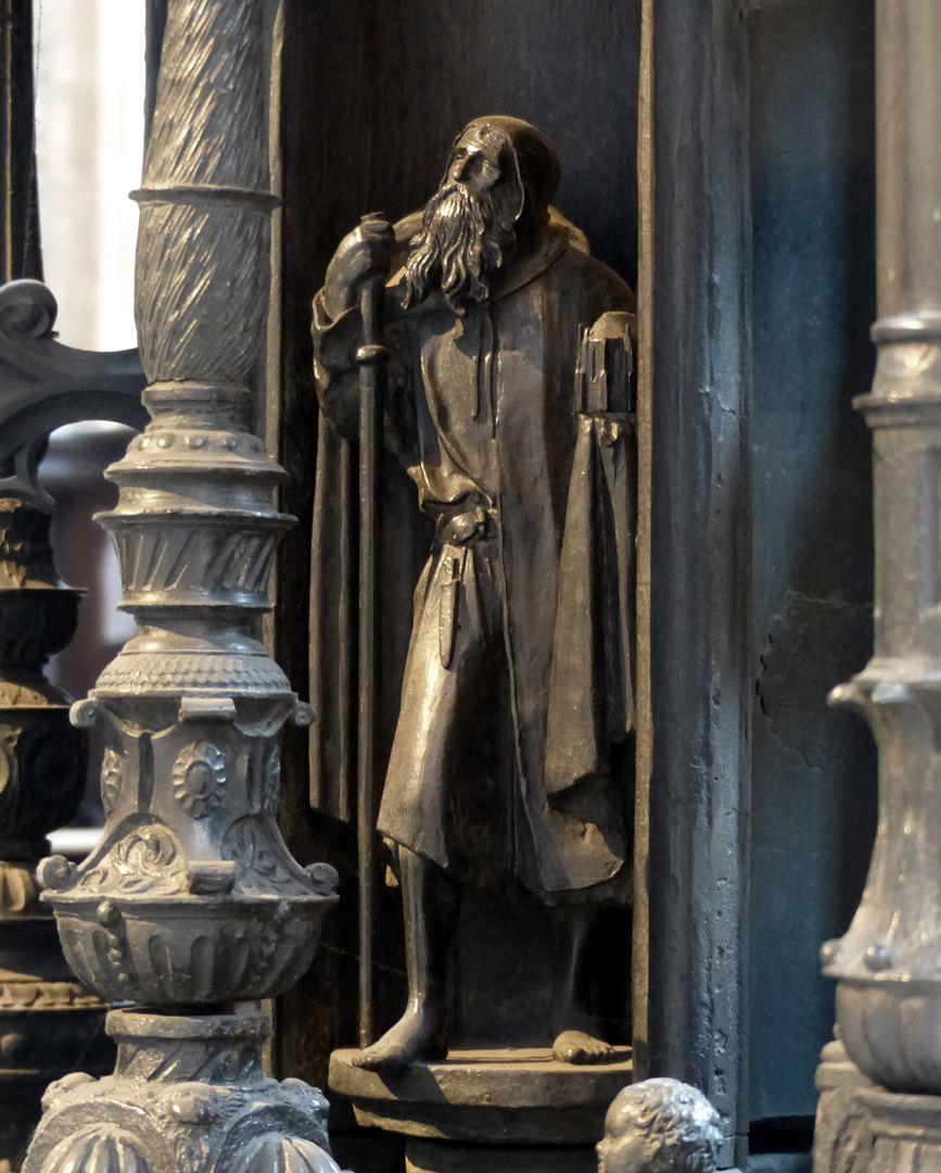 St. Sebaldus Tomb Heiliger Sebaldus mit Kirchenmodell, Westseite, unterer Kernbereich