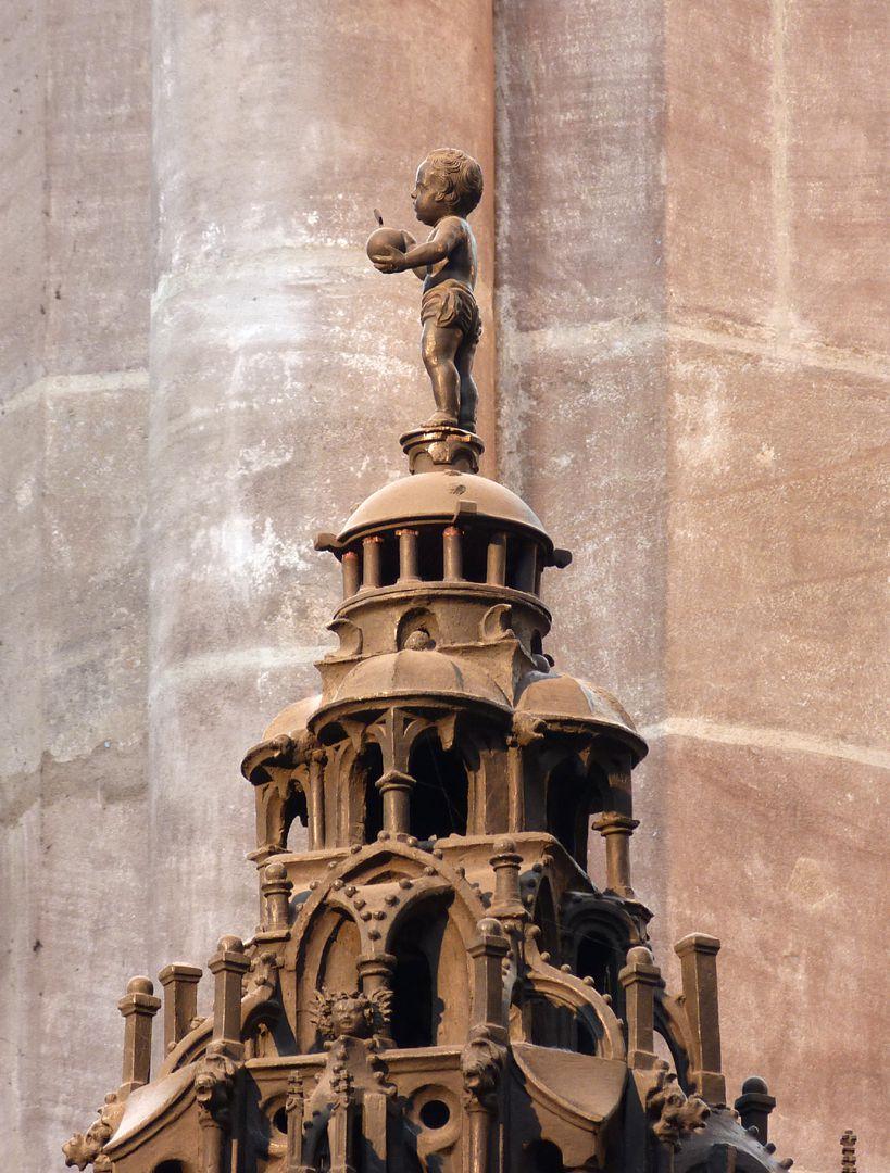Sebaldusgrab (Nordseite) mittlerer Baldachin mit Jesulein (aus der Barockzeit)