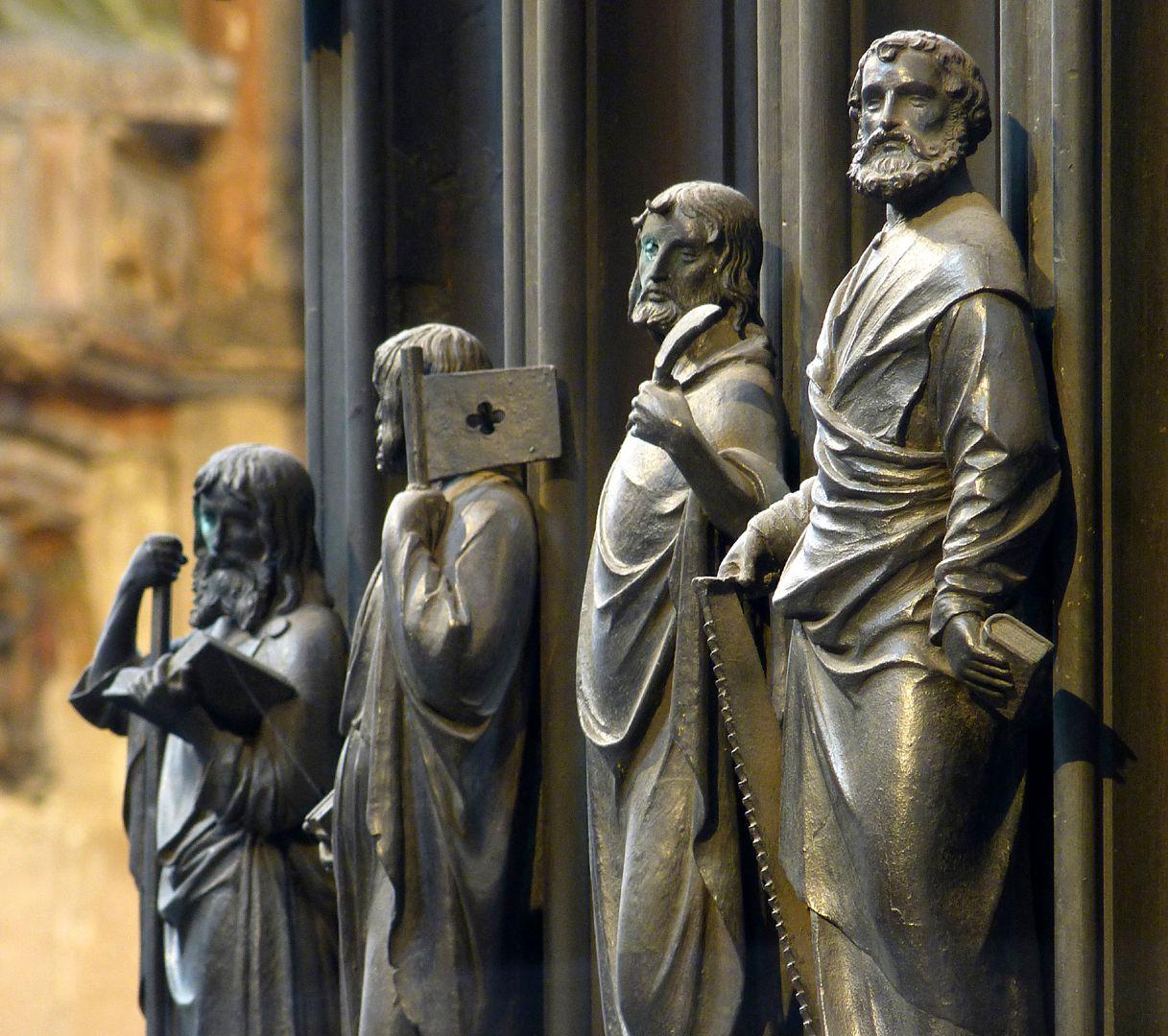 Sebaldusgrab (Nordseite) Apostelreihe von Nordwest