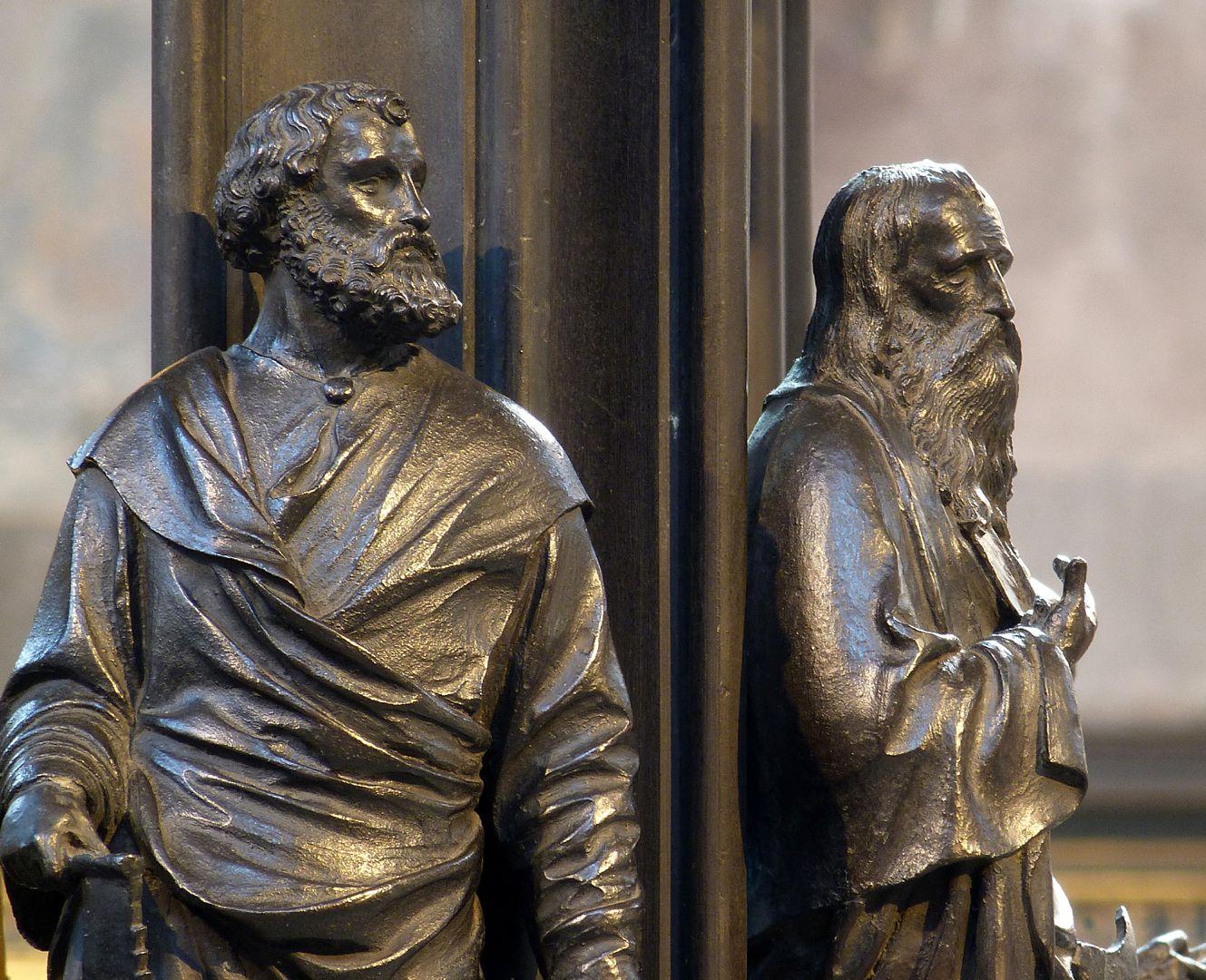 Sebaldusgrab (Nordseite) Nordwestecke mit Simon und Matthäus