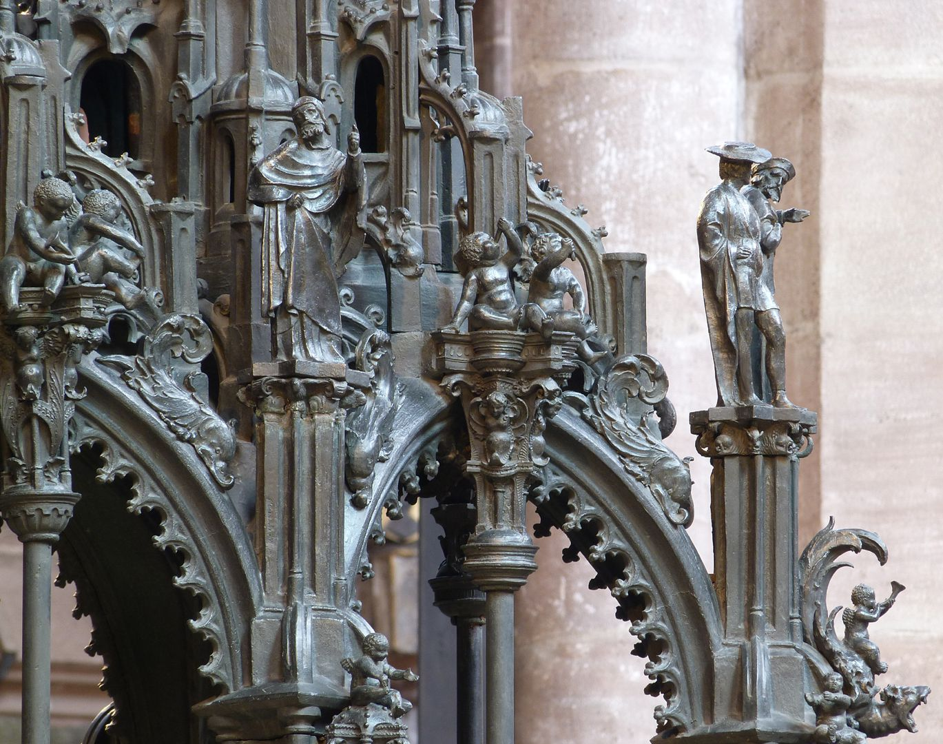 Sebaldusgrab (Südseite) Detail der Baldachine