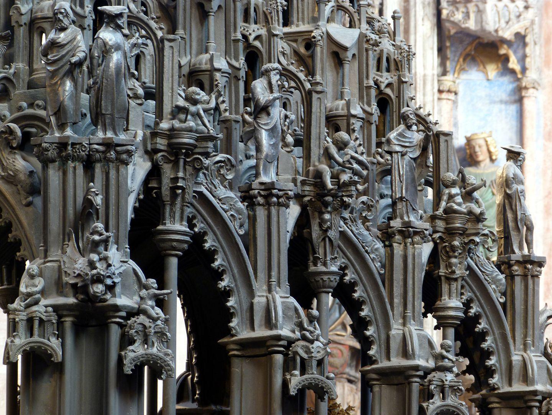 Sebaldusgrab (Südseite) unterer Baldachinbereich mit Prophetenabfolge und Baldachinen über den Aposteln