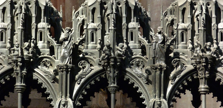 Sebaldusgrab (Südseite) Propheten und Engelein im unteren Baldachinbereich