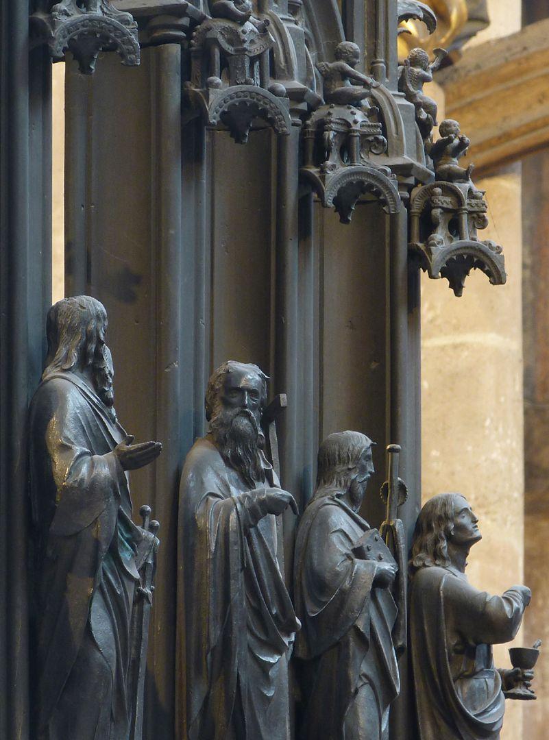 Sebaldusgrab (Südseite) Apostelflucht mit Baldachinen