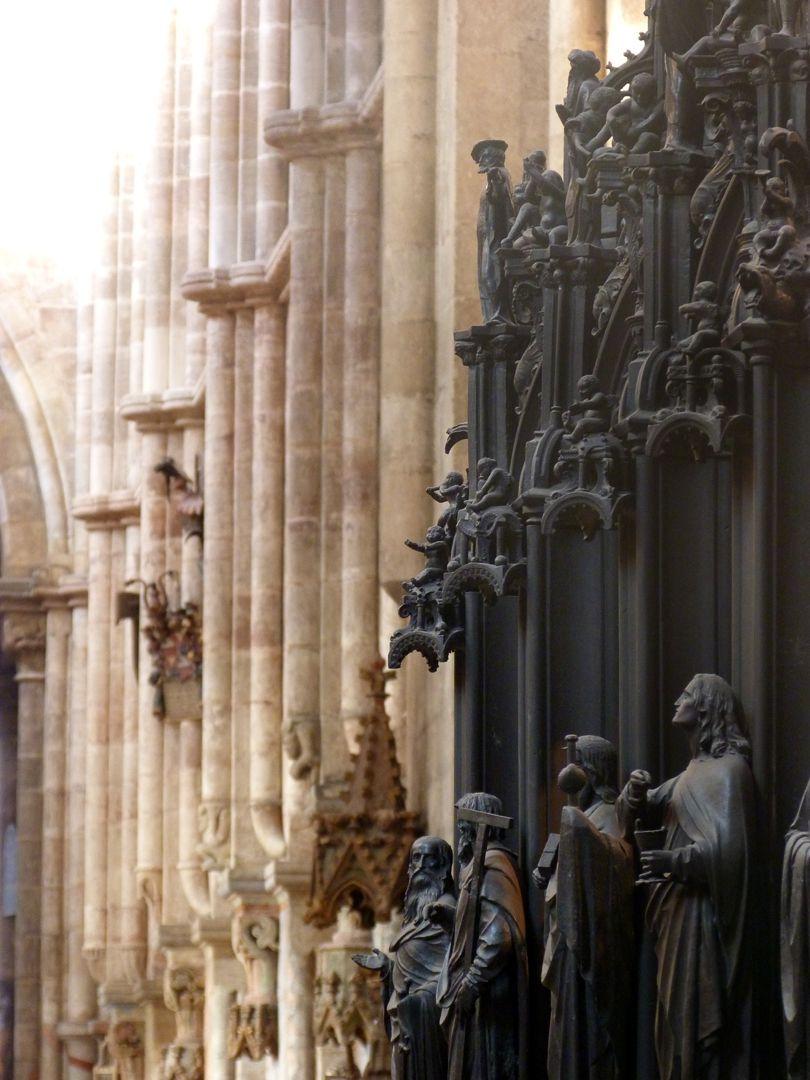 Sebaldusgrab (Südseite) Figurenflucht