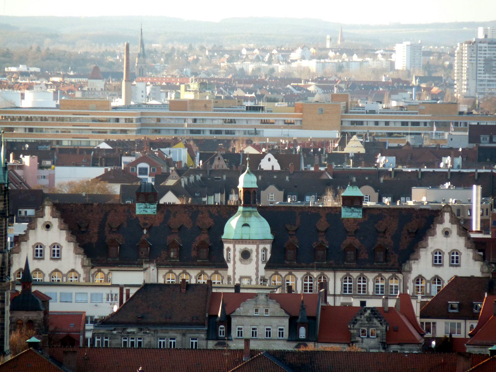 Johann-Daniel-Preißler-School View over Gostenhof with upper storey and roof of the Johann-Daniel-Preißler-School