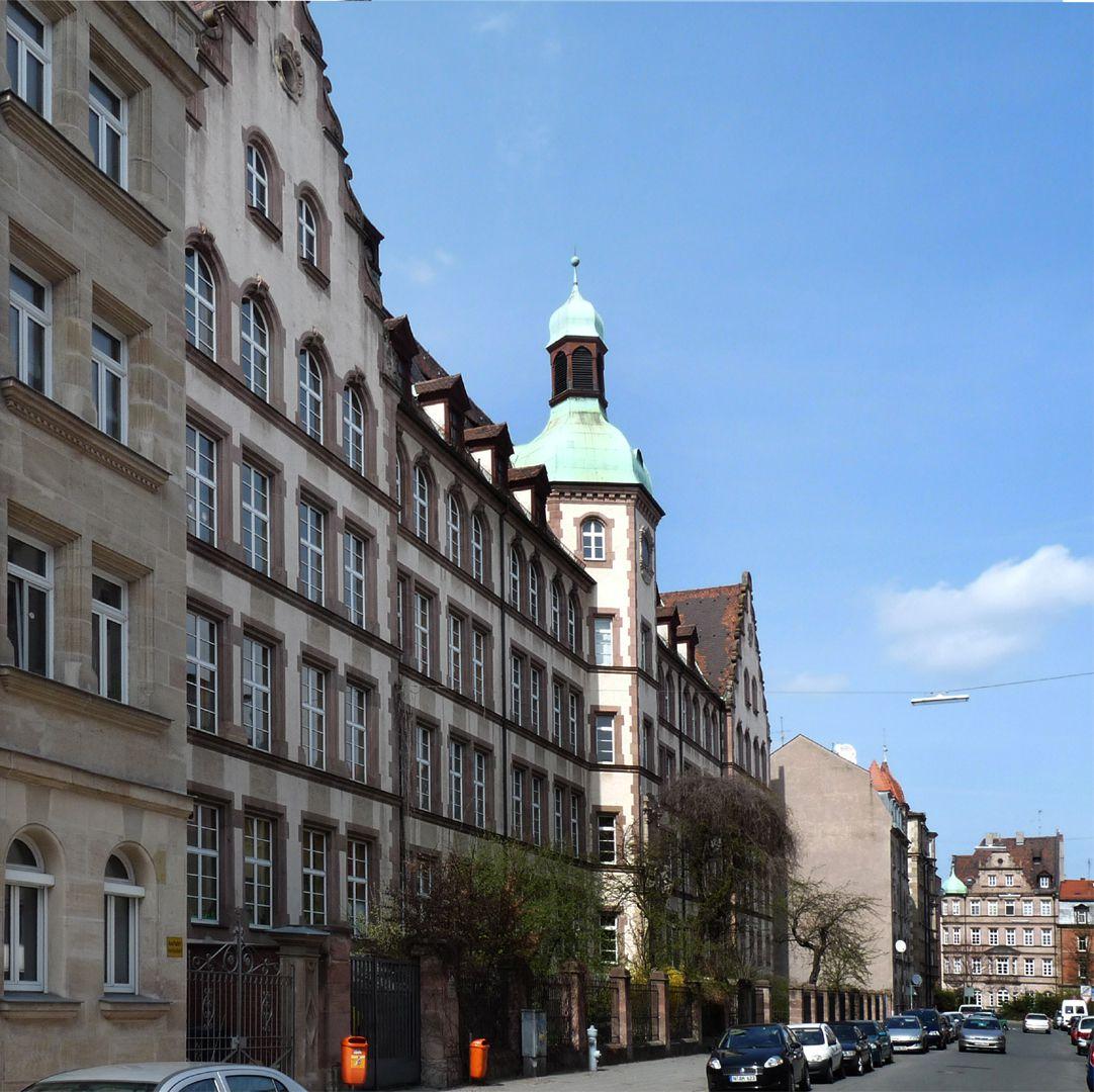 Johann-Daniel-Preißler-School Front, diagonal view from the south east