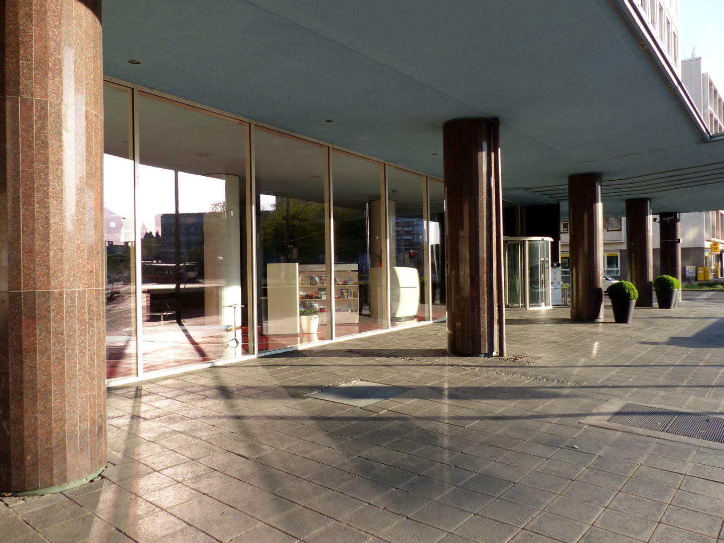 Plärrer tower block Entrance pergola facing Rothenburger Straße