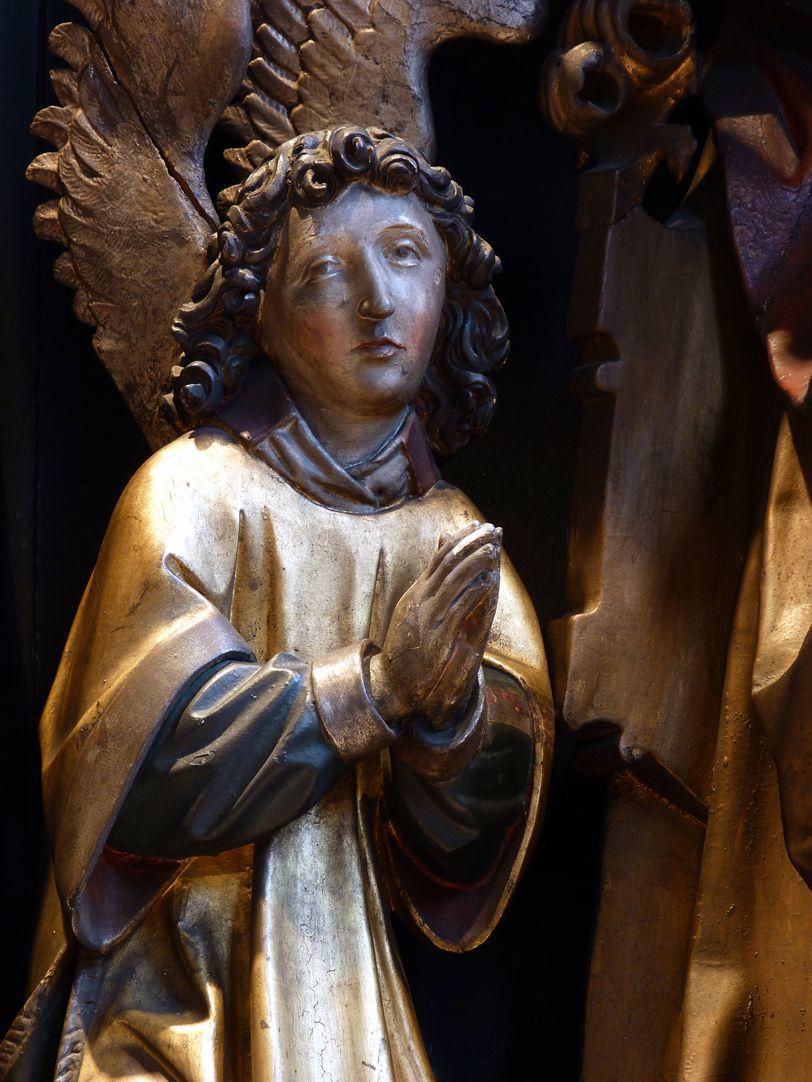 St. Bartholomäus, Hochaltar Mittelschrein, Engel links von Gott Vater