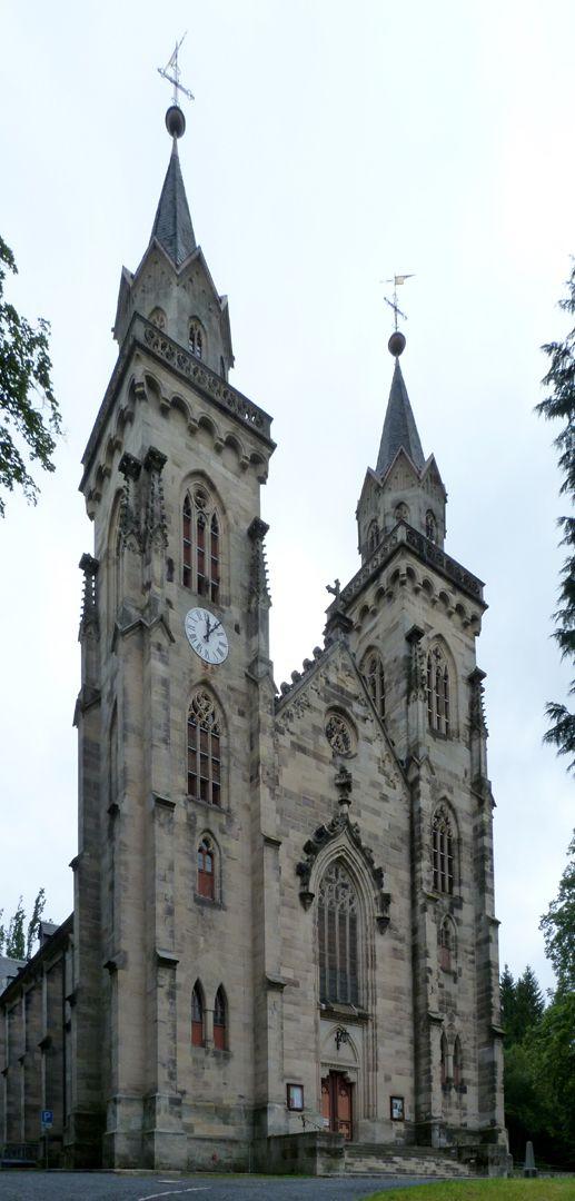 Parish Church St. Peter´s (Sonneberg) Schrägansicht der Doppelturmfront