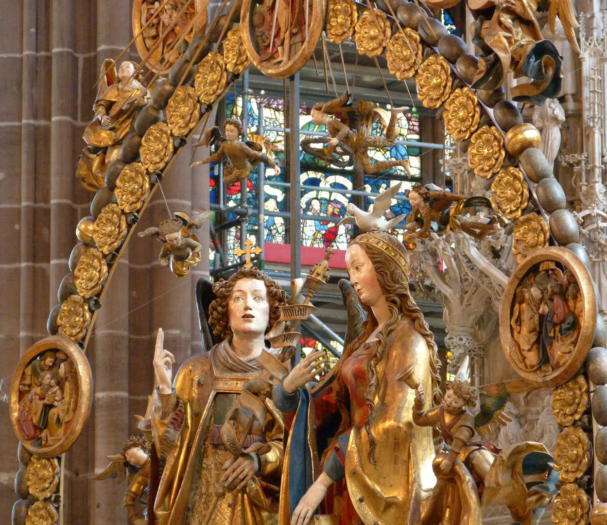 Angelic Salutation Diagonal view of the upper half of the rosary with Mary, Gabriel and angels