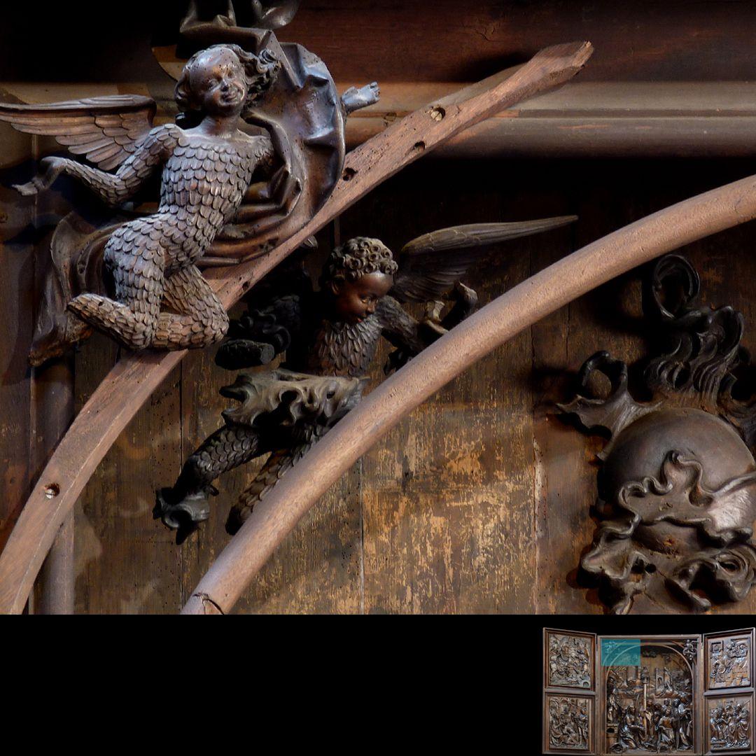 Marien-Altar Schrein, oberer linker Zwickel mit Überstabung und Engelfiguren