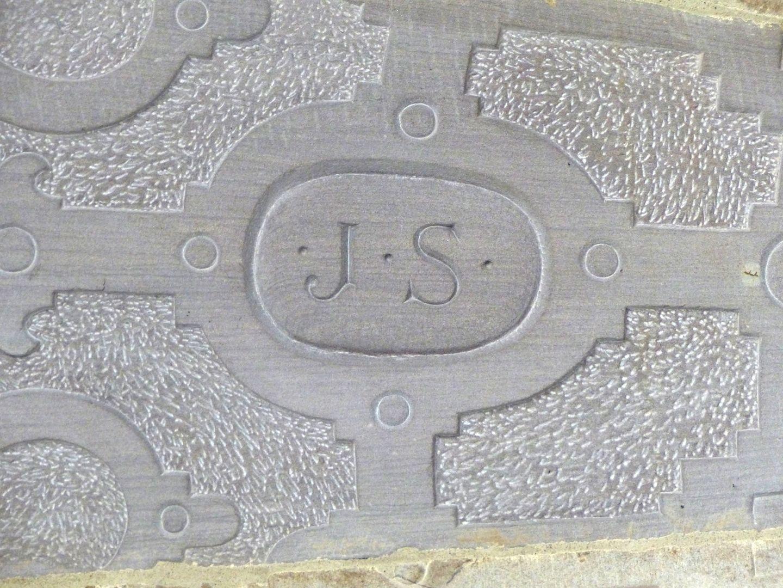 Treppentyp / Pellerhaus Straßburg: Buchstaben J.S. für Jakob Sturm (Unterseite erneuert)