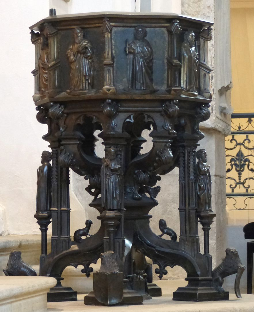 Baptismal font Total view from the north