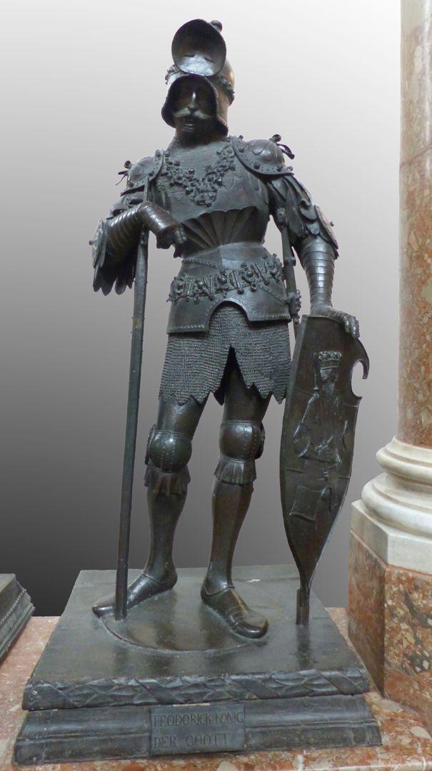 King Theoderich (Innsbruck) Front view