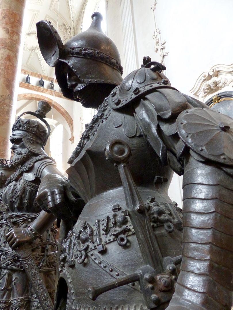 King Theoderich (Innsbruck) View from below, detail