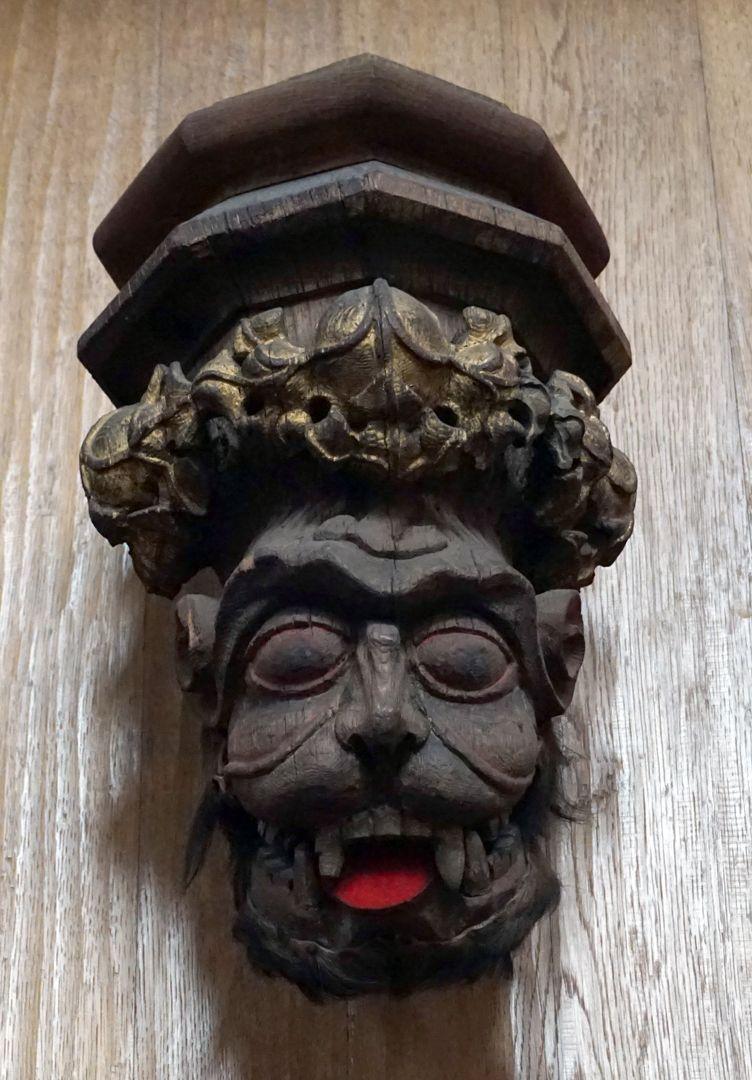 """Traxdorfer Orgel Der """"Roraffe"""", Relikt der alten Orgel jetzt über dem Spieltisch der neuen Orgel"""