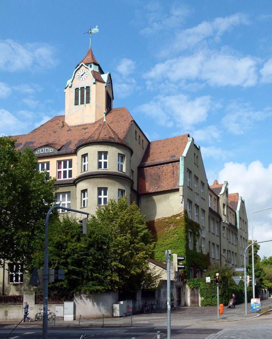 Ludwig-Uhland-School Corner and wing on Uhlandstraße