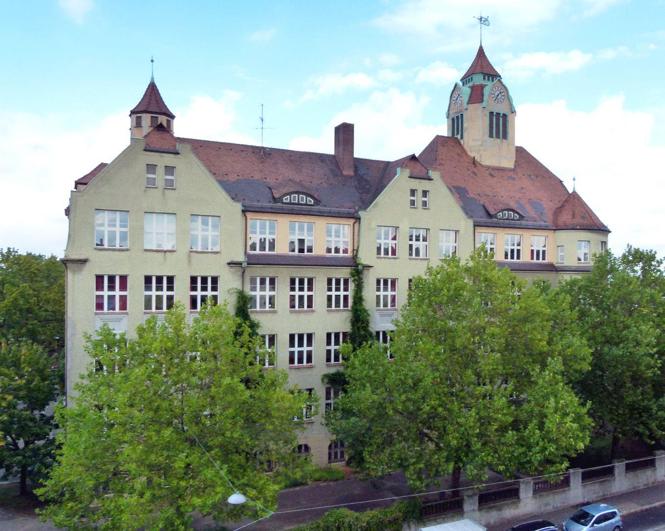 Ludwig-Uhland-School View Grolandstraße