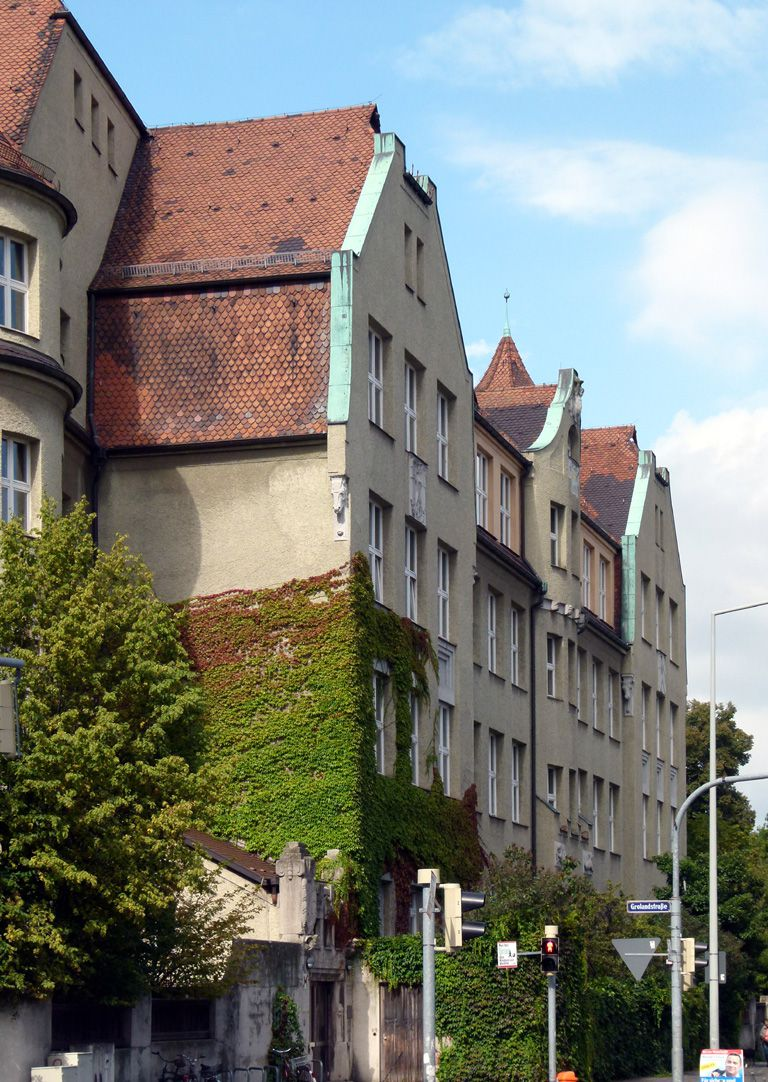 Ludwig-Uhland-School Wing on Uhlandstraße