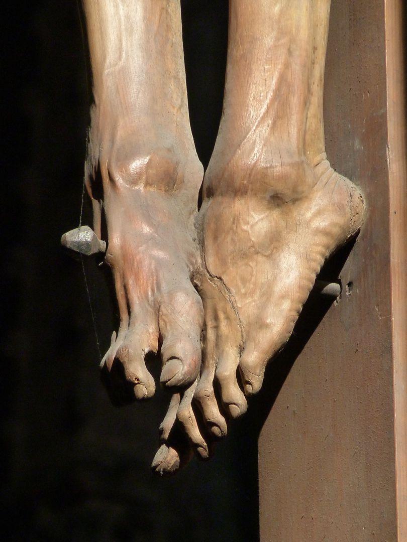 Crucifixus Feet