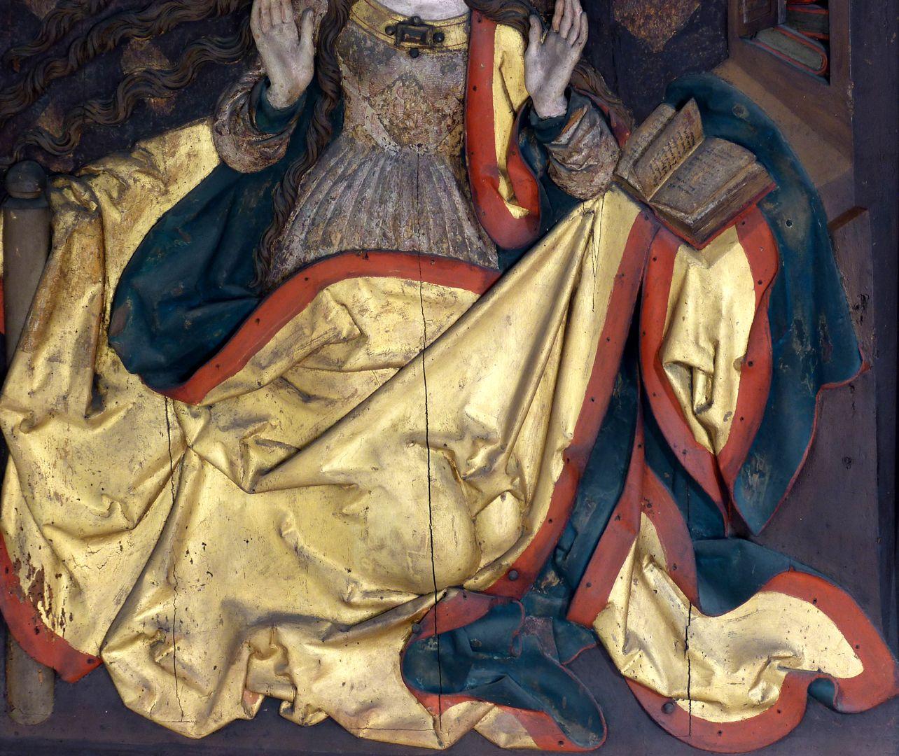Reliefs einer Verkündigung Mariens Gewand der Maria, Faltenwerk