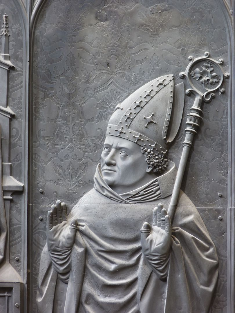 Bronze tomb slab of the Bishop Thilo of Trotha Detail