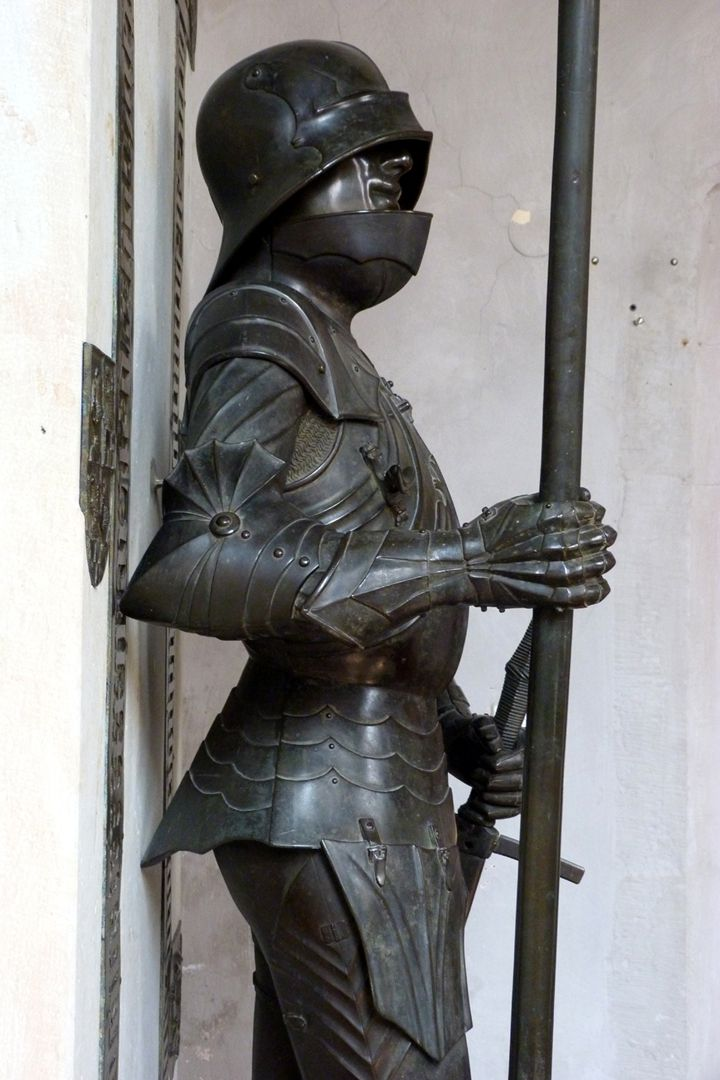 Bronze statue of Otto IV of Henneberg (Römhild) Total viewLateral view