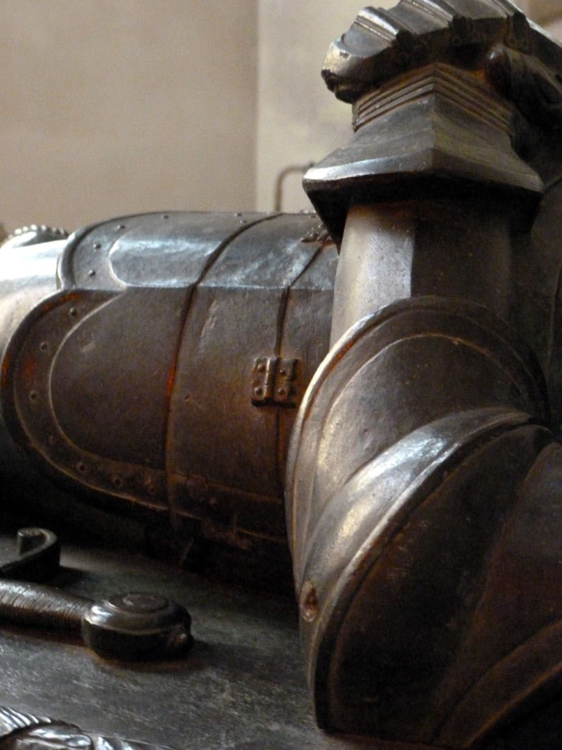 Tomb of Count Hoyer VI of Mansfeld-Vorderort (attribution) Lying figure, detail of the armor