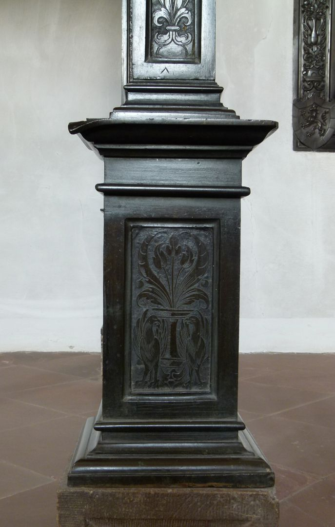 Memorial of Albrecht of Brandenburg: Canopy Pedestal of a bronze pillar