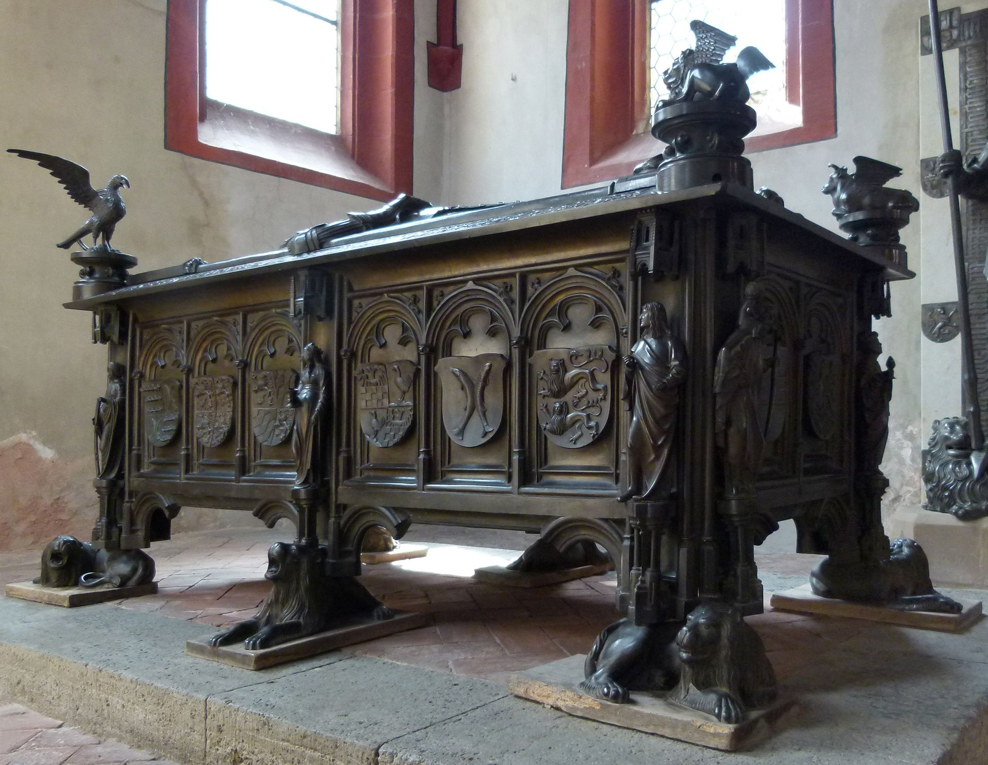 Tomb of the couple Hermann and Elisabeth of Henneberg Total view of the corpus